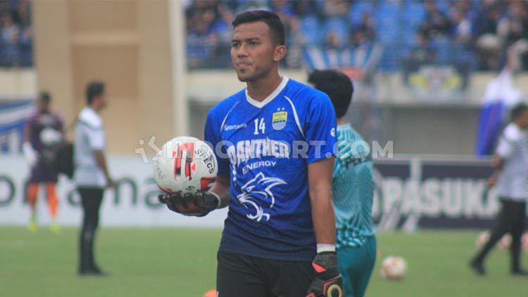 Penjaga gawang klub Liga 1 Persib, Teja Paku Alam. Copyright: © Arif Rahman/INDOSPORT