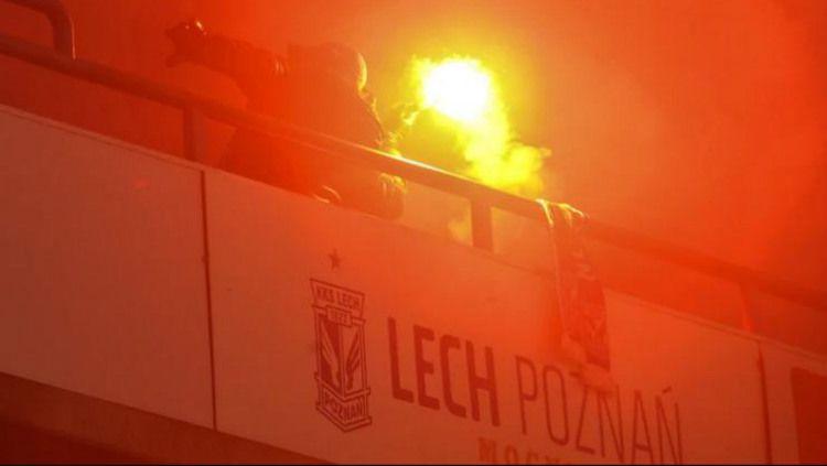 Oknum suporter Lechia Gdansk membuat kericuhan di laga melawan Lech Poznan, Minggu (23/02/29). Copyright: © przegladsportowy.pl