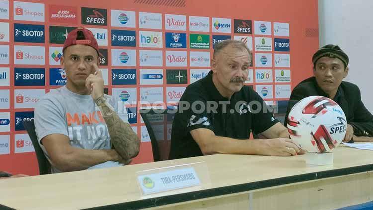 Pelatih Tira-Persikabo, Igor Kriushenko, dalam jumpa pers Liga 1 2020. Copyright: © Martini/INDOSPORT