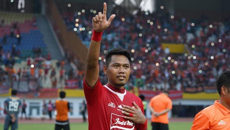 Bek senior Persija Jakarta, Tony Sucipto menyatakan timnya sudah siap tempur menghadapi lanjutan Liga 1 2020, terutama lawan Persipura Jayapura dipekan keempat. Copyright: © persija.id