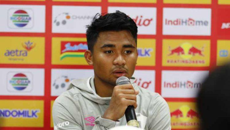 Sesi jumpa pers PSM Makassar pasca laga melawan Persita Tangerang diwakili pemain Asnawi Mangkualam. Copyright: © Official PSM Makassar