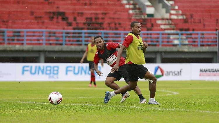 Skuat Persipura Jayapura saat berlatih jelang pertandingan Liga 1 2020. Copyright: © Media Officer Persipura