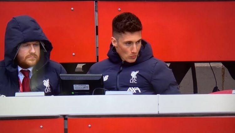 Harry Wilson mengenakan jaket Liverpool Copyright: © twitter.com/ftblowen