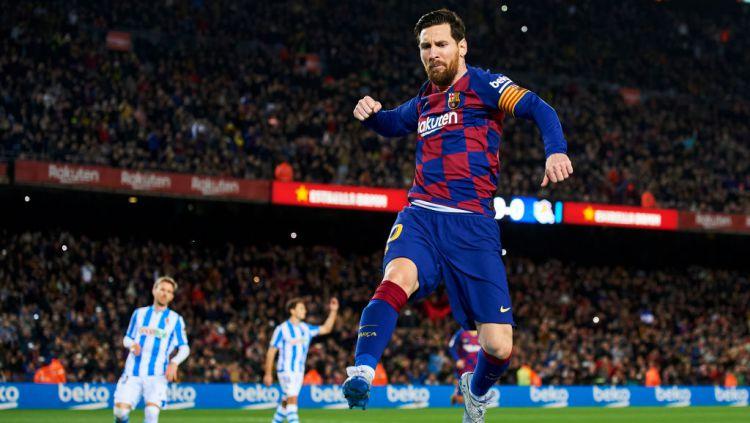 Lionel Messi adalah salah satu bintang yang memakai nomor punggung 10 di Barcelona. Copyright: © Silvestre Szpylma/Quality Sport Images/Getty Images