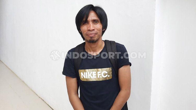 Mantan pemain sekaligus legenda hidup klub Liga 1 PSM Makassar, Syamsul Chaeruddin, yang dijuluki Pavel Nedved-nya Indonesia ini ternyata tetap tak bisa jauh-jauh dari dunia sepak bola. Copyright: © Adriyan Adirizky/INDOSPORT
