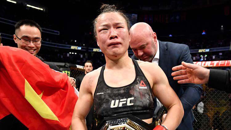 Petarung MMA Wanita asal China, Zhang Weili, menggemparkan dunia ketika bertarung dengan Joanna Jedrzejczyk dalam laga UFC 248 yang digelar 8 Maret lalu. Copyright: © Jeff Bottari/Zuffa LLC via Getty Images