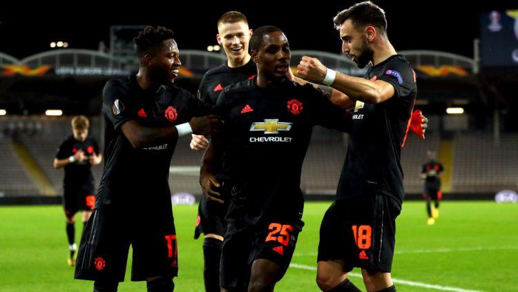 Odion Ighalo (kedua kiri) merayakan golnya bersama skuat Manchester United Copyright: © Bradley Collyer/PA Images via Getty Images