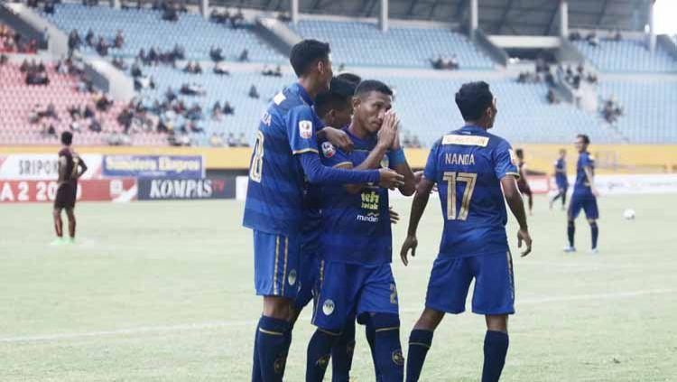 Adanya penalti siluman di laga Sriwijaya FC vs PSS Sleman membuat netizen menuntut Satgas Anti Mafia Bola untuk peka. Copyright: © Media PSIM