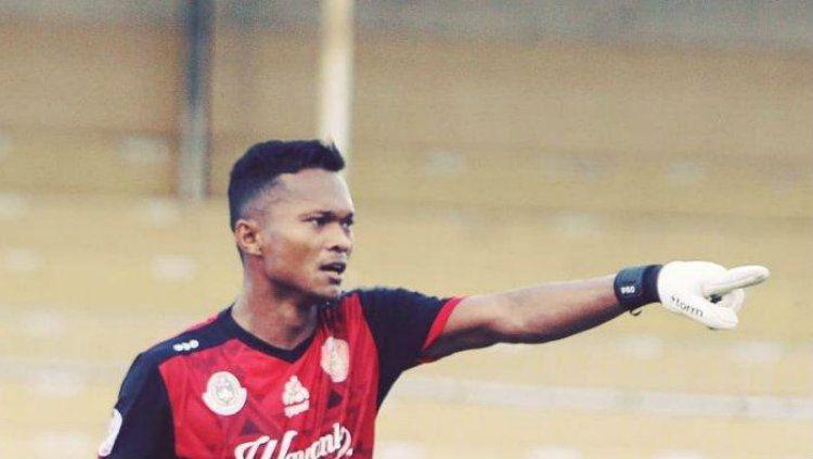 Pelatih kiper Persiraja Banda Aceh, Eddy Harto, ternyata memberi pesan ini kepada kiper Fahrurrazi Quba sehingga belum kebobolan di Liga 1 2020. Copyright: © Instagram.com/persirajabandaaceh