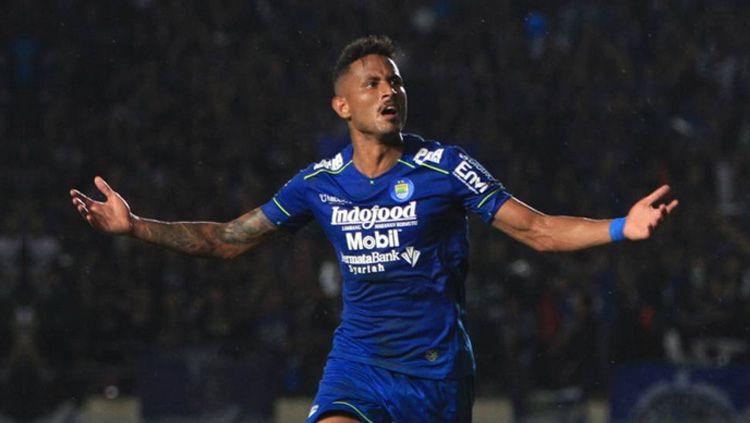 Striker asing asal Brasil milik klub Liga 1 2020 Persib Bandung yang cukup moncer, yakni Wander Luiz mengaku positif terpapar virus corona (covid-19). Copyright: © Twitter/@Liga1Match