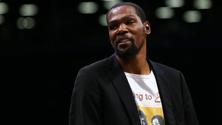 Banyak omongan miring yang ditujukan pada Kevin Durant saat menjuarai NBA 2017/18 dan 2018/19 bersam Golden State Warriors. Copyright: © Mike Stobe/Getty Images