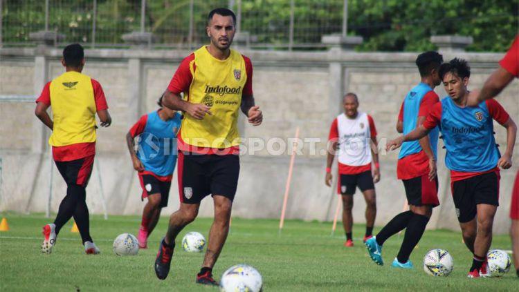 Gelandang asal Irak, Brwa Nouri, merasa keputusan hijrah ke klub Liga 1 2020, Bali United, sangat tepat. Copyright: © Nofik Lukman Hakim/INDOSPORT
