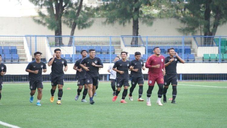 Sebelum pulang ke daerah asalnya, ternyata para pemain PSIS Semarang dibekali tim Medical Department berupa dua barang penunjang kesehatan. Copyright: © Media Officer PSIS