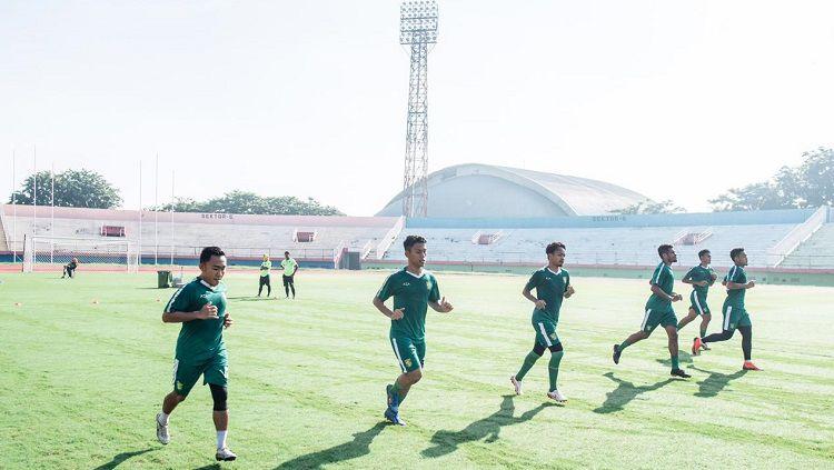 Sejumlah pemain Persebaya tak bisa hadir saat sesi latihan online jelang Idulfitri. Copyright: © Media Persebaya Surabaya