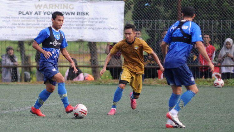Meski kompetisi Liga 1 dihentikan, para pemain Persib Bandung yang tengah diliburkan tetap dipantau. Copyright: © Media Officer Persib