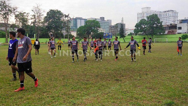Latihan klub Liga 2 PSMS Medan sebelum diliburkan. Copyright: © Aldi Aulia Anwar/INDOSPORT