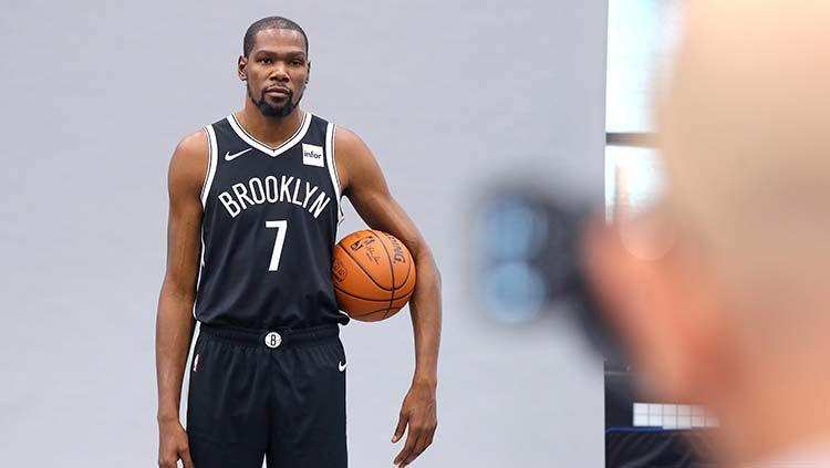 Bintang Brooklyn Nets, Kevin Durant memberikan pernyataan mengejutkan mengenai kariernya di dunia basket musim ini. Copyright: © Mike Lawrie/Getty Images