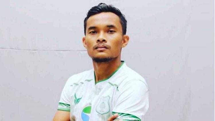 Stoper PSMS Medan, Muhammad Rifqi, sedikit angkat bicara perihal metode penggajian maksimal 25 persen kepada pemain yang disarankan oleh PSSI. Copyright: © Aldi Aulia Anwar/INDOSPORT