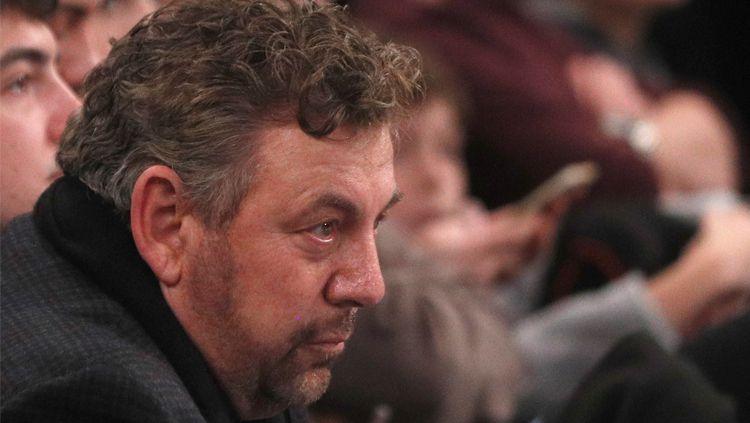 James Dolan, pemilik New York Knicks dilaporkan positif terjangkit virus Corona (Covid-19) meskipun sebelumnya tidak menunjukkan gejala apa-apa. Copyright: © Getty Images