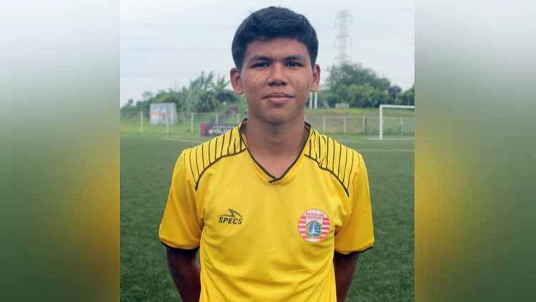 Kiper muda Persija Jakarta, Cahya Supriadi mengaku terlecut semangatnya setelah melihat empat rekannya dipanggil ke pemusatan latihan Timnas Indonesia U-19. Copyright: © epa.pssi.org