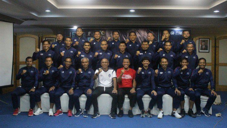 Para peserta dan instruktur kepelatihan lisensi B AFC yang berkegiatan di Kota Solo. Copyright: © Dok Pribadi Peserta