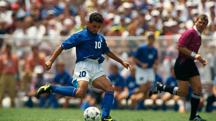 Roberto Baggio menjadi pahlawan Timnas Italia di babak 16 besar Piala Dunia 1994. Copyright: © Robert Daemmrich/Getty image