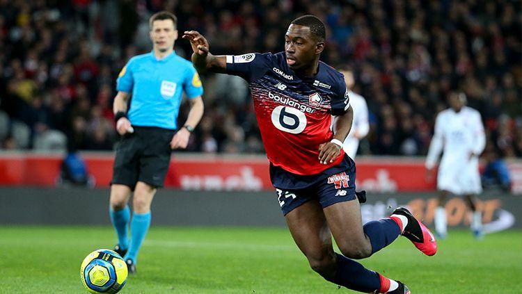 AC Milan berencana menggaret gelandang Lille Boubakary Soumare demi mencari pengganti Lucas Biglia. Soumare adalah pemain yang juga diincar Manchester United. Copyright: © Jean Catuffe/Getty Images