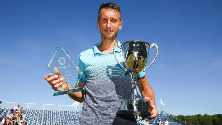 Sergiy Stakhovsky juara Fuzion 100 Ikley Trophy 2018. Copyright: © Barrington Coombs/Getty Images for LTA