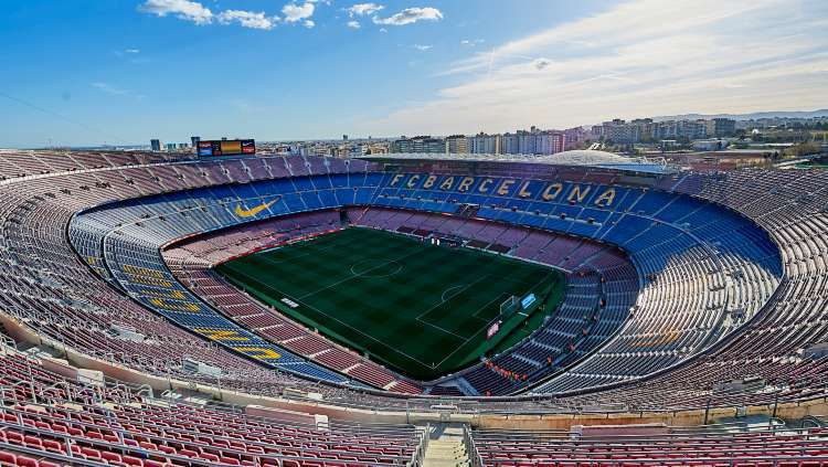 Rekan Mike Tyson yang juga biliuner Inggris, Alki David, yakin dirinya menjadi pemenang dalam pembelian hak nama stadion Barcelona, Camp Nou Copyright: © Quality Sport Images/GettyImages
