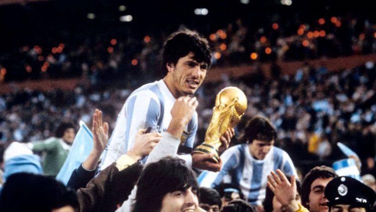 Daniel Alberto Passarella, merupakan pemain sekaligus pelatih legendaris yang pernah dimiliki Argentina. Copyright: © Pinterest