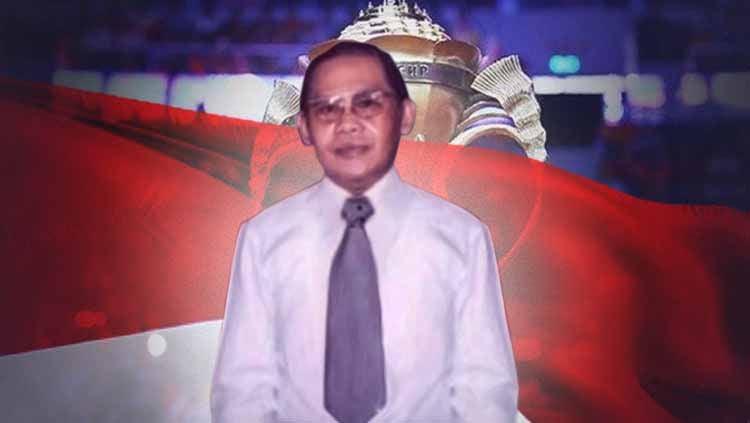 Hening cipta sejenak menyambut bergulirnya Piala Sudirman 2021, Wakil Sekretaris PP PBSI berziarah ke makam Dick Sudirman di daerah Tanah Kusir, Jakarta. Copyright: © Amanda Dwi Ayustri/INDOSPORT