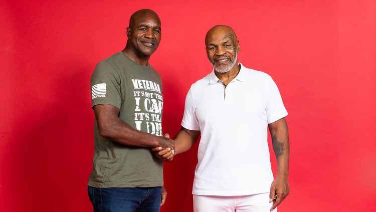 Mike Tyson dan Evander Holyfield mengabarkan bagaimana kondisi hubungan keduanya usai melakoni laga tinju penuh kontroversi pada 1997 silam. Copyright: © Hotboxinpodcast.com
