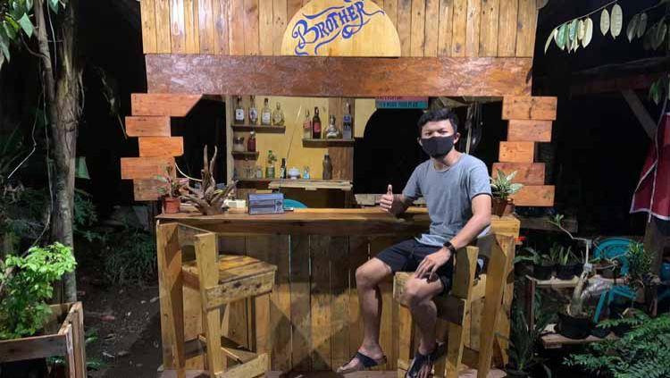 Wonderkid klub Liga 1 Persik Kediri, Reksa Maulana memiliki cara unik untuk mengisi waktu saat libur kompetisi akibat pandemi virus corona. Copyright: © Media Officer Bhayangkara FC