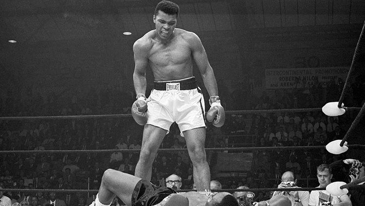 Seluruh penggemar film Rocky tampaknya harus memberi penghormatan setinggi-tingginya kepada sosok Muhammad Ali. Copyright: © Getty images