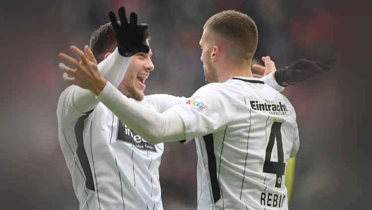 AC Milan melakukan langkah strategis untuk mengikat Ante Rebic dan Luka Jovic dengan langsung menemui Fali Ramadani, agen yang menaungi kedua pemain itu. Copyright: © Matthias Hangst/Bongarts/Getty Images