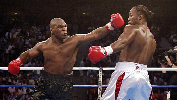 Terinspirasi Mike Tyson, Lennox Lewis Juga Ingin Naik Ring Tinju Lagi. Copyright: © Jeff Haynes/AFP via Getty Images
