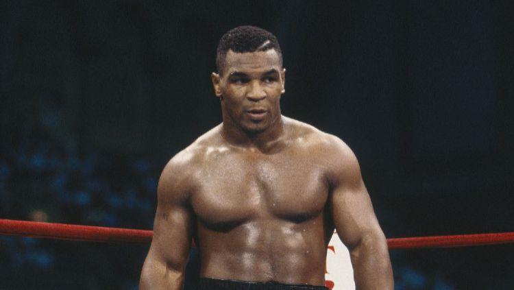 Legenda tinju Amerika Serikat Mike Tyson rugi Rp643 Miliar setelah mengalahkan Michael Spinks dalam 91 Detik. Copyright: © Focus on Sport via Getty Images