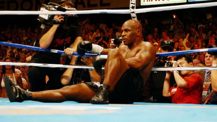 Berikut ini ada 5 petinju yang bisa jadi lawan sulit ditumbangkan bagi legenda bokser Amerika Serikat Mike Tyson. Siapa saja kira-kira? Copyright: © Sean Dempsey - PA Images/PA Images via Getty Images