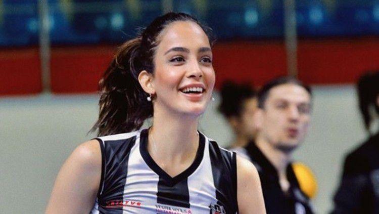 Yagmur Mislina, atlet voli cantik asal Turki. Copyright: © https://www.instagram.com/yagmurmislina