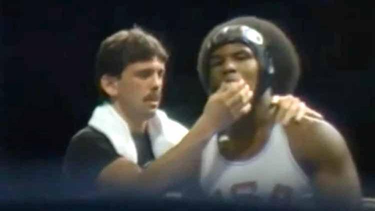Berikut ini ada sebuah kisah kelam legenda tinju Amerika Serikat Mike Tyson yang pernah 'gagahi' bocah berusia 11 tahun hingga nyaris mati ditembak. Copyright: © thesun.co.uk