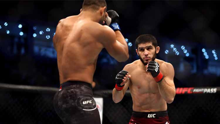 Penerus Khabib Nurmagomediv di dunia UFC, Islam Makhachev dikabarkan bersamalah dengan Conor McGregor. Copyright: © Francois Nel/Getty Images