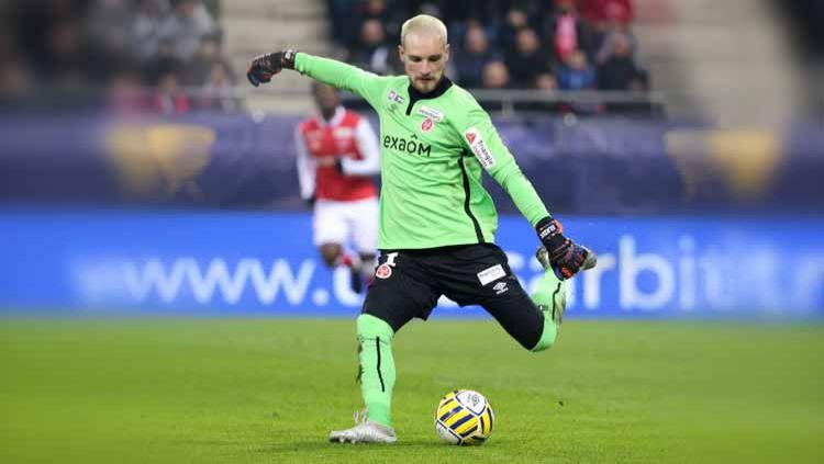 Meski belum begitu dikenal, namun kiper incaran AC Milan, Predrag Rajkovic, memiliki sejumlah keunggulan yang tak dimiliki Gianluigi Donnarumma. Copyright: © Jean Catuffe/Getty Images