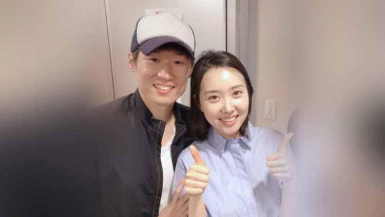 Cerita tentang eks pemain Manchester United, Park Ji Sung melamar istri tercintanya, Kim Min Ji secara romantis di sebuah museum di Korea Selatan Copyright: © channels.vlive.tv