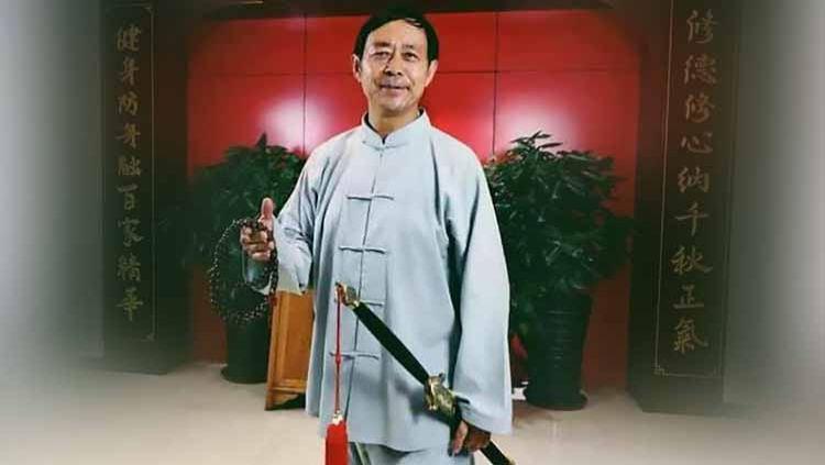 Tai Chi master asal China, Ma Baoguo yang diketahui berusia 68 tahun harus rela dihabisi oleh petarung MMA amatir berusia 50 tahun bernama Wang Qingmin. Copyright: © AsiaWire/Ma Baoguo