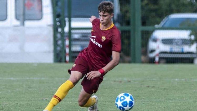 Riccardo Calafiori, wonderkid AS Roma yang memikat hati Manchester United. Copyright: © parisunited.fr
