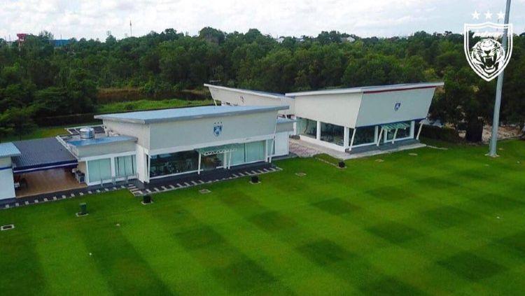 Bos klub Liga 1 2020 Borneo FC Nabil Husein Amin turut komentari mewahnya fasilitas latihan dari akademi Johor Darul Ta'zim (JDT). Copyright: © Twitter/@OfficialJohor