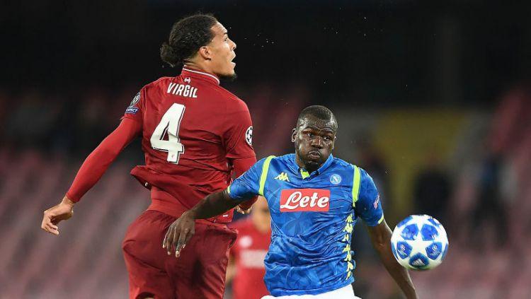 Liverpool kabarnya berminat mendatangkan Kalidou Koulibaly (kanan) dari Napoli. Copyright: © Francesco Pecoraro/Getty Images