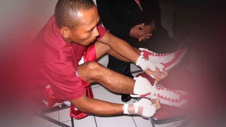 Para penikmat olahraga tinju Indonesia pasti sudah tidak asing mendengar nama Muhammad Rachman. Ya ia merupakan petinju legendaris asal Merauke. Copyright: © wikipedia.org