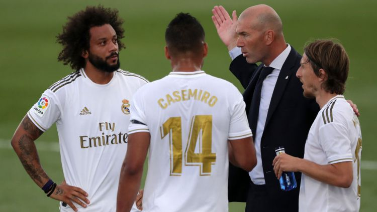 Zinedine Zidane bocorkan borok Luka Modric ketika Real Madrid tak kuasa berjuang di Supercopa de Espana kontra Athletic Bilbao. Copyright: © Gonzalo Arroyo Moreno/Getty Images
