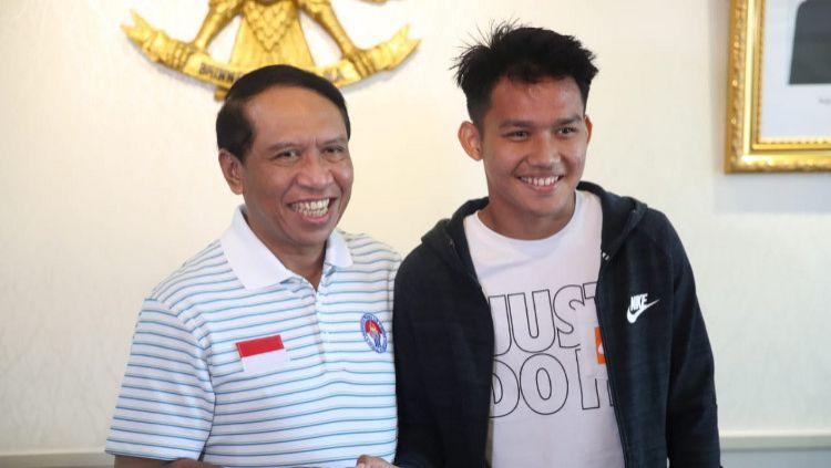 Meski melonjak diketahui kalau nilai transfer pemain FK Radnik Surdulica Witan Sulaeman berbeda jauh dari wonderkid Persebaya Surabaya Muhammad Supriadi. Copyright: © Putra/kemenpora.go.id